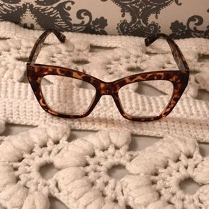 Faux Cat Eye Tortoise Shell Print Reading Glasses